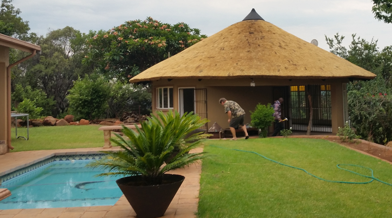 Build thatch roof and lapas